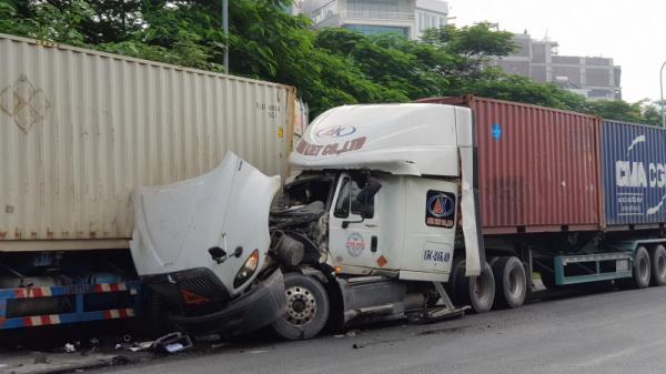 Tài xế container Hải Phòng thoát chết hy hữu trên Đại lộ Thăng Long