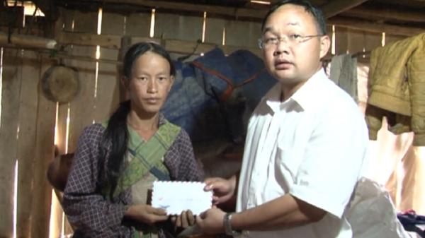 Huyện Chợ Đồn hỗ trợ cho gia đình bị hỏa hoạn tại xã Xuân Lạc