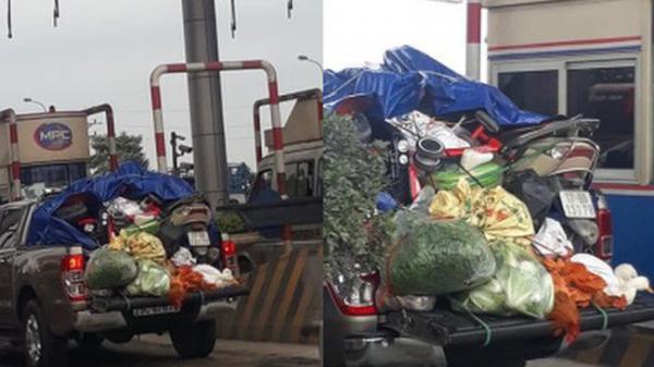 """Hình ảnh chuyến xe chở xe máy BKS Thái Bình """"mang cả quê hương"""" quay lại Thủ đô sau kì nghỉ Tết Nguyên đán khiến nhiều người bật cười"""