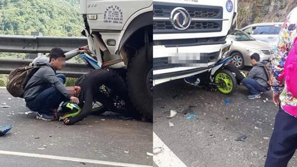 Phượt thủ đổ đèo t.ông tr.úng xe tải m.ắc kẹt ngay dưới bánh xe, dáng nằm càng gây ám ảnh hơn
