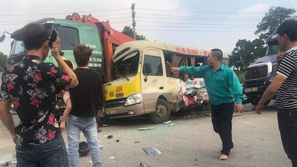 Tai nạn liên hoàn giữa contanier do tài xế Thái Bình điều khiển cùng 2 ô tô khác và 1 xe máy, 7 người th.ương v.ong
