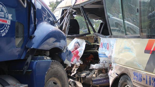 Hiện trường gây sốc vụ đ.âm liên hoàn giữa contanier do tài xế Thái Bình điều khiển cùng 2 ô tô khác và 1 xe máy, 7 người th.ương v.ong