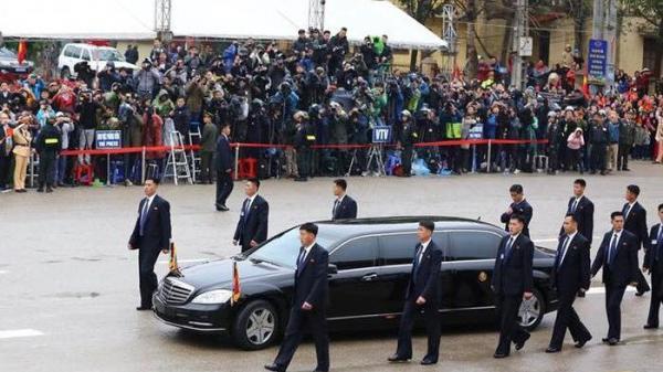 """Giải mật đội hình 12 vệ sĩ """"lá chắn sống"""" bảo vệ Chủ tịch Kim Jong-un tại Đồng Đăng"""