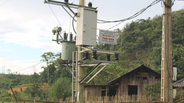 Điện về thôn vùng cao Thái Lạo (Bắc Kạn)