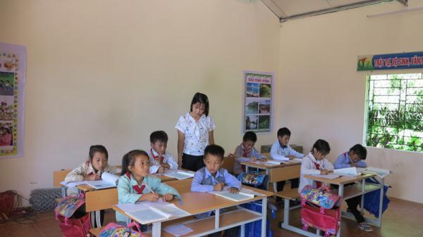 Ấm áp với hình ảnh học sinh ở miền quê nghèo tại Bắc Kạn được học trong ngôi trường mới khang trang