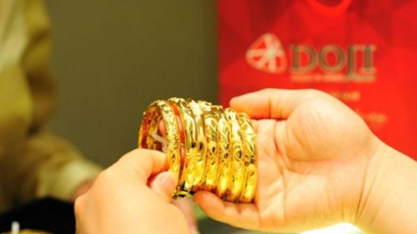 Giá vàng bất ngờ giảm mạnh ở mức đỉnh giá mới