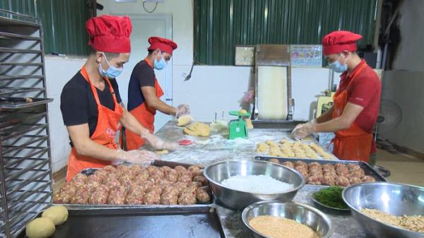 Bắc Kạn: Dịch vụ kinh doanh bánh trung thu nở rộ