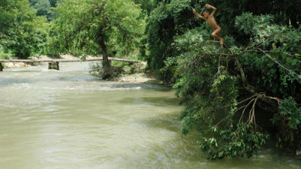 Pác Nặm: Phòng, chống đuối nước cho trẻ dịp hè