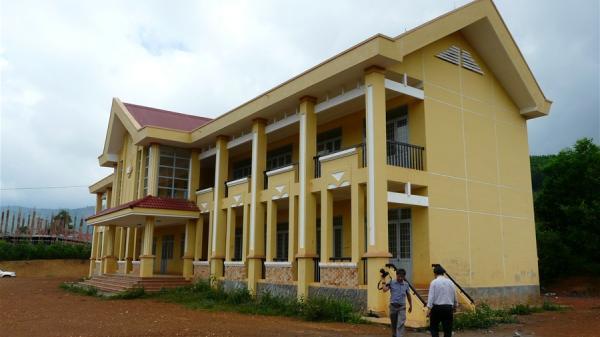 Trường học khang trang xây xong để không