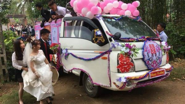 Xôn xao hình ảnh chú rể dùng xe tải rước dâu gây tranh cãi