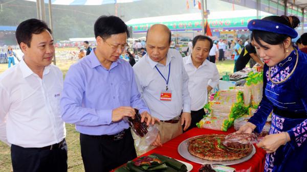 Rộn ràng không khí khai mạc Liên hoan ẩm thực vùng Việt Bắc tại Bắc Kạn