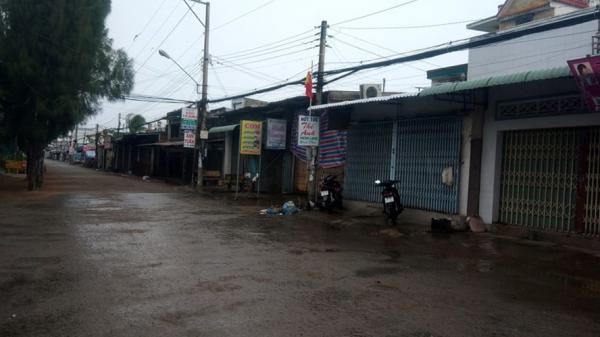 """Chùm ảnh: Thị trấn cửa biển Gành Hào """"cấm chợ"""" đối phó bão"""