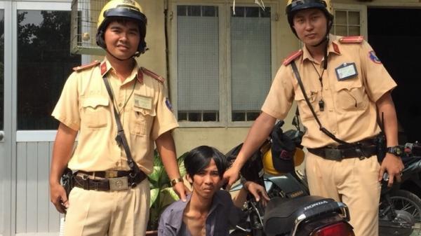 Cảnh sát giao thông truy bắt tên cướp người Bạc Liêu trên đường