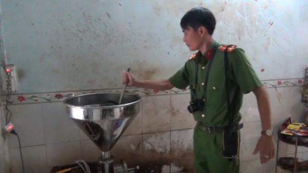 Phát hiện hàng trăm kg cà phê trộn phụ gia không rõ nguồn gốc của chủ cơ sở người Bạc Liêu