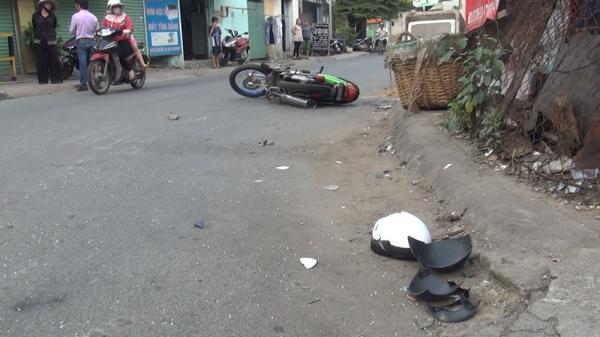 Phóng ẩu đâm vào ô tô, nam thanh niên đi xe máy mang BKS Bạc Liêu bị kính cứa trúng cổ