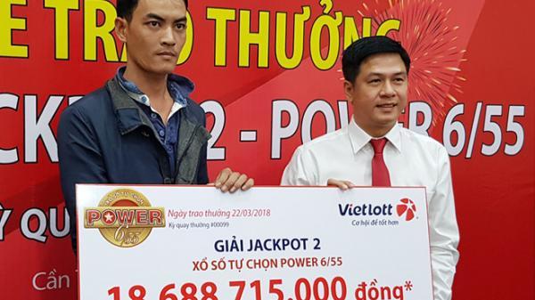 Anh công nhân miền tây không đeo mặt nạ nhận thưởng 20 tỷ đồng của Vietlott