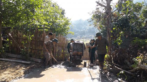 Ba Bể (Bắc Kạn): Người dân góp sức xây dựng hàng trăm mét đường bê tông vững chắc