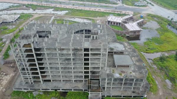 """Cận cảnh """"hoang tàn"""" bệnh viện đa khoa ở Nam Định đầu tư 850 tỉ xây 11 năm mới được khung nhà"""