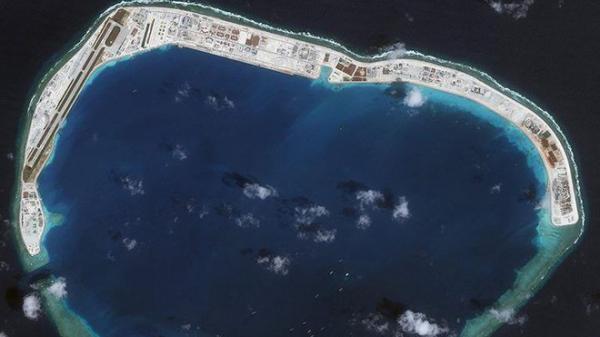 """Mỹ cảnh báo khả năng """"cho nổ tung"""" đảo nhân tạo Trung Quốc bồi đắp trái phép trên biển Đông"""
