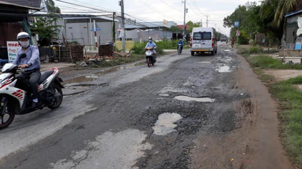 Đồng Tháp: Đường hư hỏng nặng, gây nguy hiểm cho người tham gia giao thông