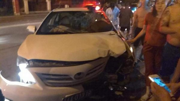 Quảng Ninh: Xe CSGT nát đầu sau tai nạn, một người trọng thương