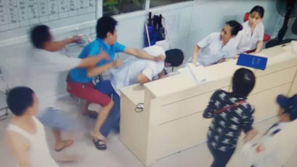 NÓNG: Bác sĩ bị hành hung tại Trung tâm Y tế huyện ở Đồng Tháp