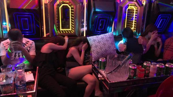 """Quảng Ninh: 4 HOT BOY tổ chức sinh nhật cho bạn bằng """"đại tiệc"""" ma túy trong quán karaoke"""