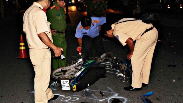 """Vĩnh Long: """"Ma men"""" chạy xe không quan sát đụng người đi bộ tử vong"""