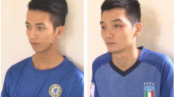 Vĩnh Long: Bắt NÓNG 2 thanh niên đi mua ma túy về sử dụng
