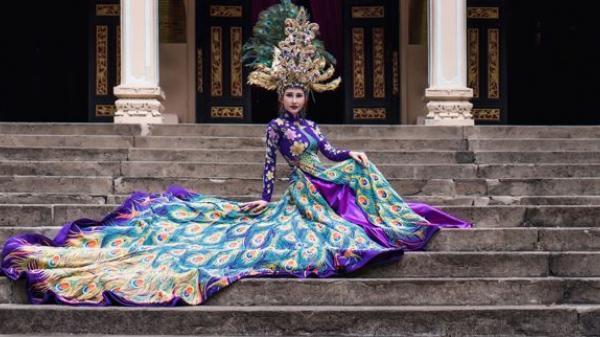 Người đẹp Vĩnh Long rạng rỡ trong bộ quốc phục nặng 20 kg thi Miss Asia World