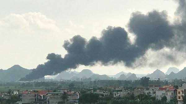 Quảng Ninh: Trên 800 người tham gia chữa 2 vụ cháy cực lớn, thiệt hại hàng là bao nhiêu?