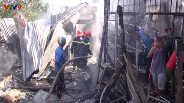 An Giang: Cháy lớn thiêu rụi toàn bộ 4 căn nhà và 1 trại nuôi gà