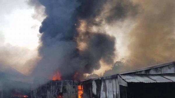Bắc Ninh: Xưởng phôi cháy dữ dội, thiệt hại hàng tỷ đồng