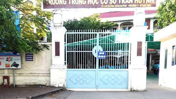 Thầy giáo ở Bạc Liêu bị phụ huynh mắng te tát vì cái quần: 'Tôi rất sốc'