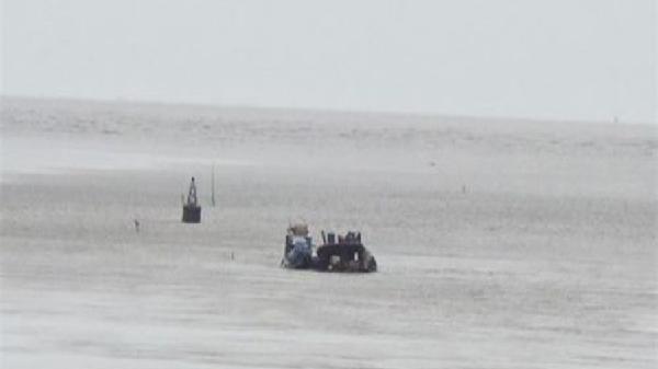 Biển Nhà Mát, Bạc Liêu: Sà lan chứa hơn 370 khối cát bị chìm