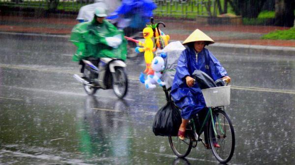 Thời tiết 2/11: Bão số 12 vào biển Đông, đề phòng tố lốc