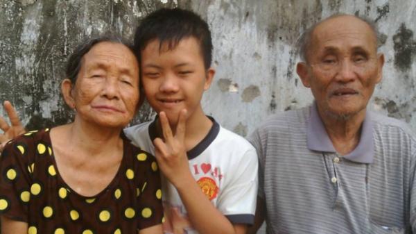 Nghẹn ngào xúc động với bài văn tặng mẹ nhân ngày giỗ của cậu bé bệnh Down