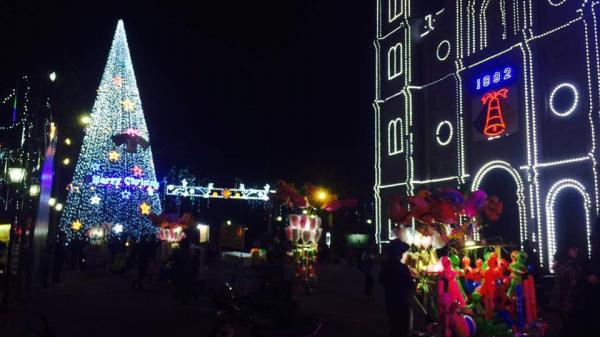 Đến nhà thờ lớn Bắc Ninh ngay thôi, không khí Noel đã choáng ngợp rồi