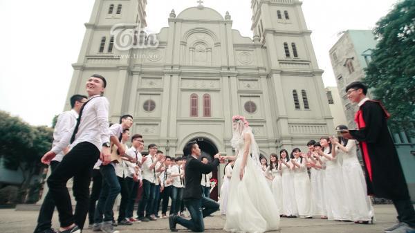 'Vỡ bụng' với bộ ảnh kỷ yếu 'đám cưới lớp em' của teen Hàn Thuyên