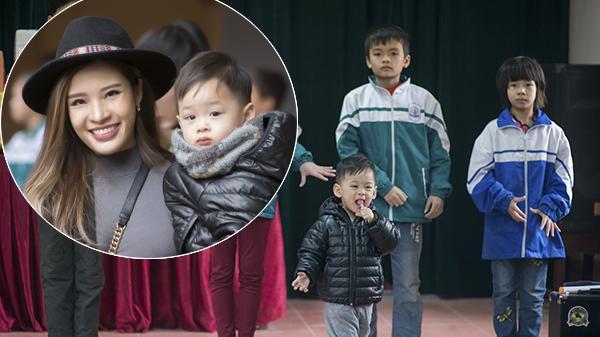 """Con trai Hoa hậu Phan Hoàng Thu """"gây sốt"""" ở buổi từ thiện của mẹ ở Bắc Ninh"""