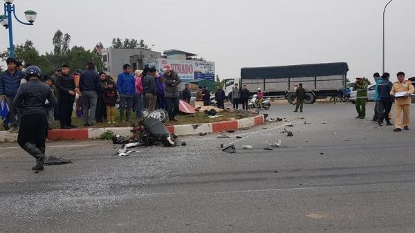 Đỗ xe ở lề đường nghe điện thoại, người đàn ông bị xe tải mang BKS Bắc Ninh tông tử vong