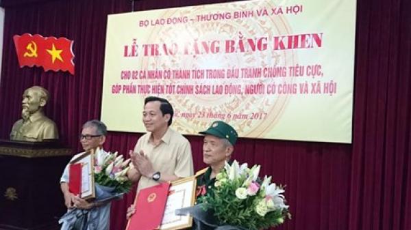 Khen thưởng 2 lão nông phanh phui gần 3.000 hồ sơ giả người có công