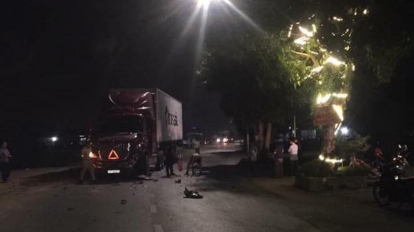 Bắc Ninh: Va chạm kinh hoàng với container 3 bố con thương vong