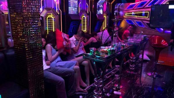 """Quảng Ninh: 8 thanh niên mở """"đại tiệc"""" ma túy trong quán karaoke"""