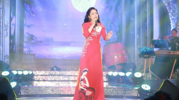 Sao Mai 2017: Giọng ca nữ quê Bắc Ninh lọt top 4 đêm thi Phong cách Dân gian