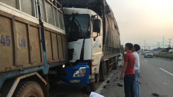 Dừng sửa xe, tài xế xe tải chở củi bị xe chở than tôn.g chế.t thương tâm