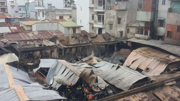 Vụ cháy chợ ở Đắk Lắk: Tiểu thương xót ruột nhìn 45 ki ốt bị thiêu rụi, thiệt hại hơn 10 tỷ đồng