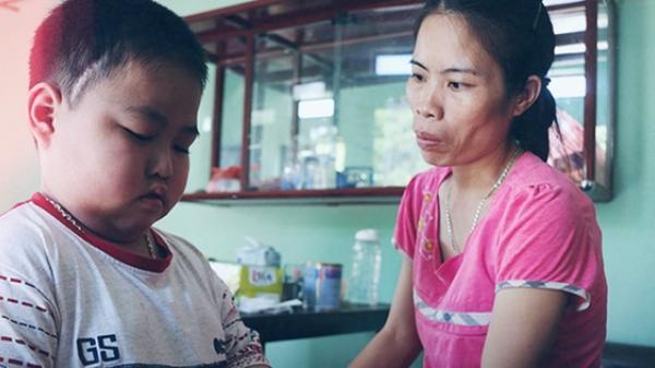 Mẹ ung thư nuôi con ung thư ở Bắc Ninh: Nhiều đêm đau không ngủ được lại ôm nhau khóc