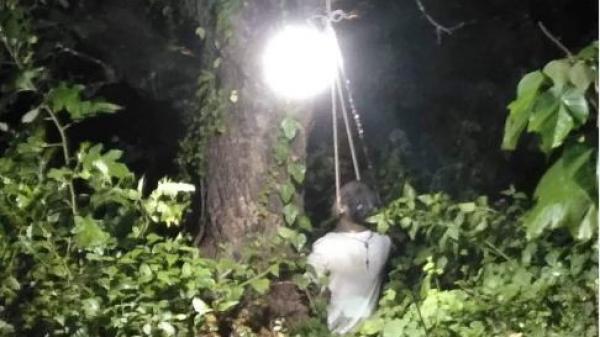 Bàng hoàng phát hiện người đàn ông chết trong tư thế thắt cổ