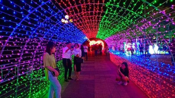 Lần đầu tiên tại Bắc Ninh: Xuất hiện lễ hội hoa anh đào, ánh sáng HOÀNH TRÁNG lộng lẫy vô cùng